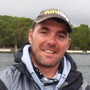 Julien GIRAUD-RAUCH moniteur guide de l'Ecole Française de Pêche à Arcachon en Gironde